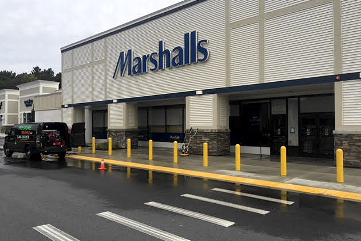 pressure-wash-marshalls-parking-lot-andover